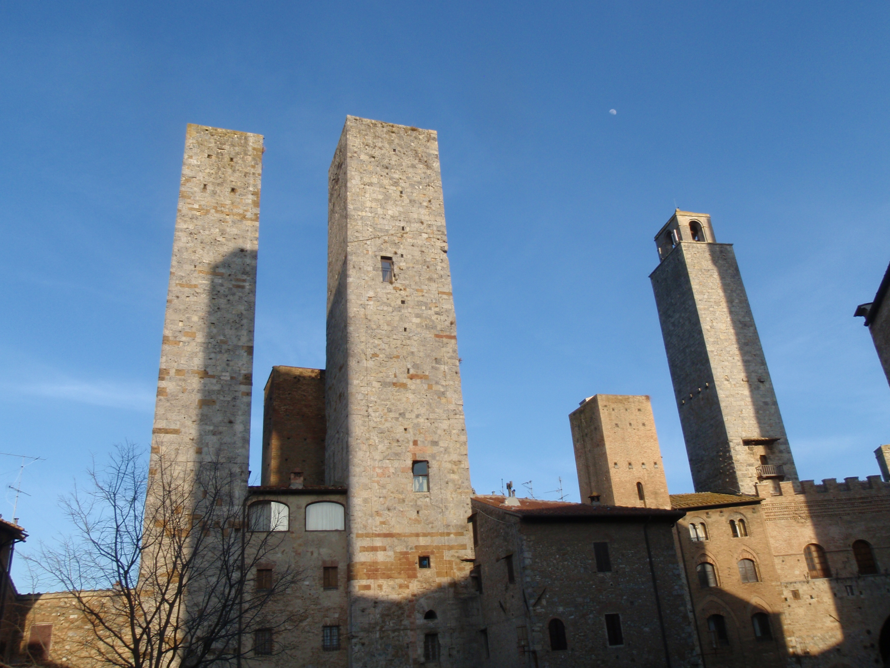 how to get from siena to san gimignano