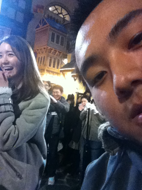 Taking a selfie with YoonA from Girl's Generation.
