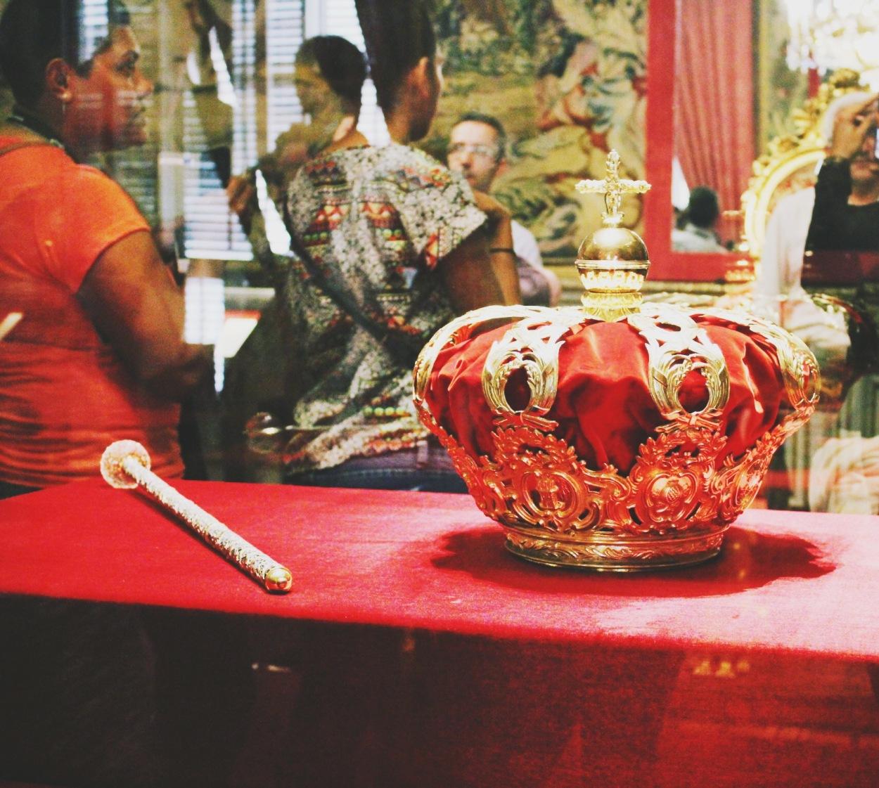 Royal Crown, Madrid, Spain-Photo 4