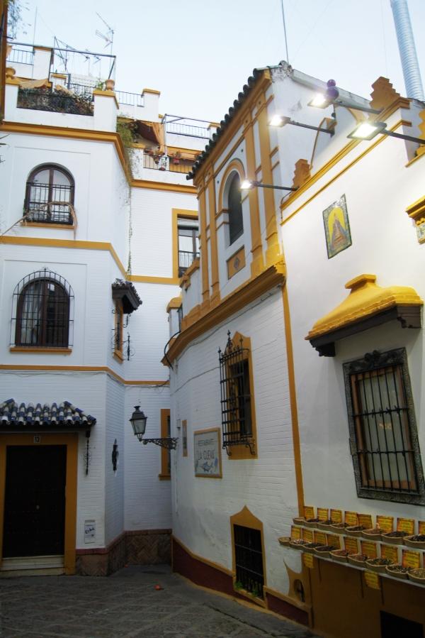 Dead End in Barrio Santa Cruz