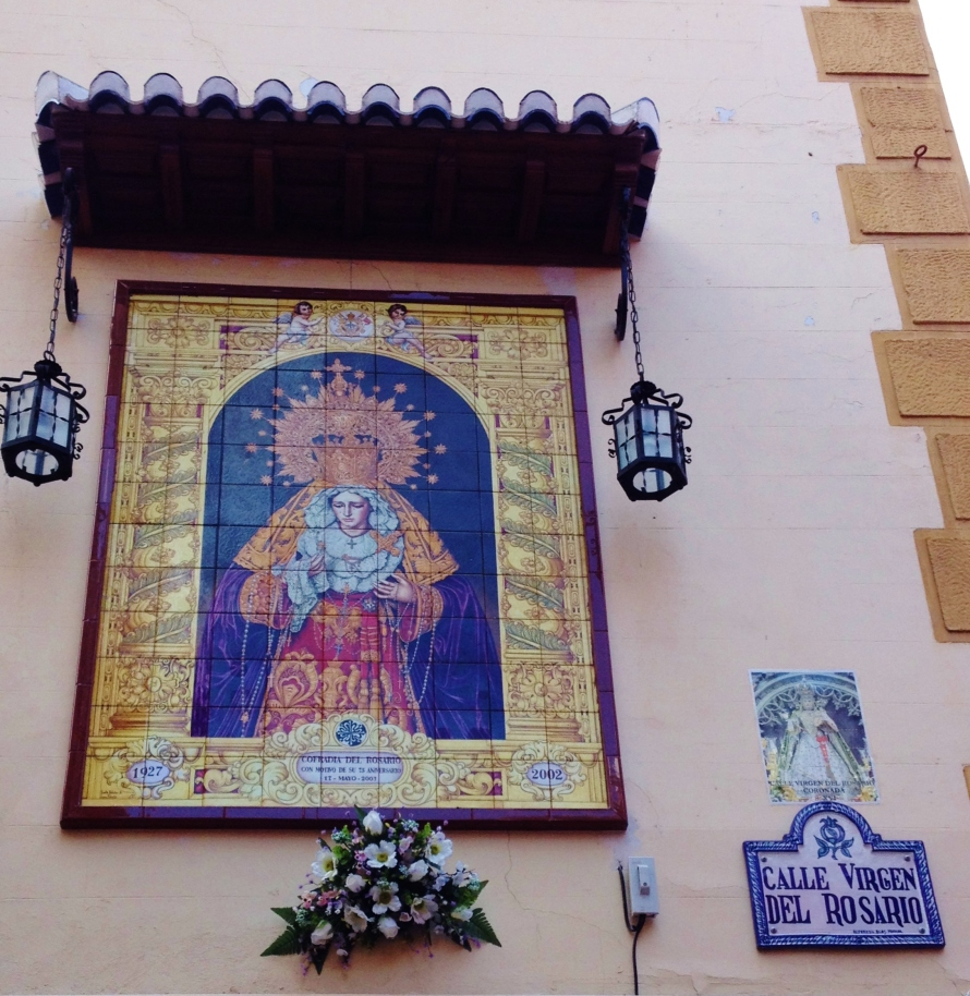 Tile-work like this can be seen throughout Granada.