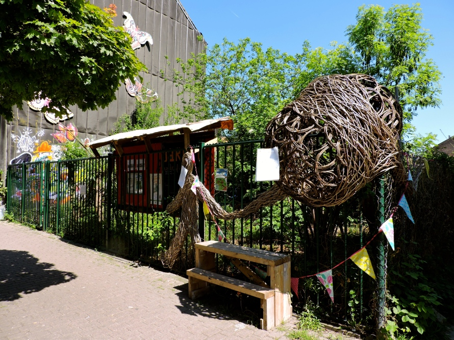 This is Gray Street Garden, one of Brussels' first community gardens, established in 2007. There are now more than 70 community gardens in Brussels, and thanks to a non-profit organization called Le Debut des Haricots, the community gardens are becoming more organized, popular, and diverse.