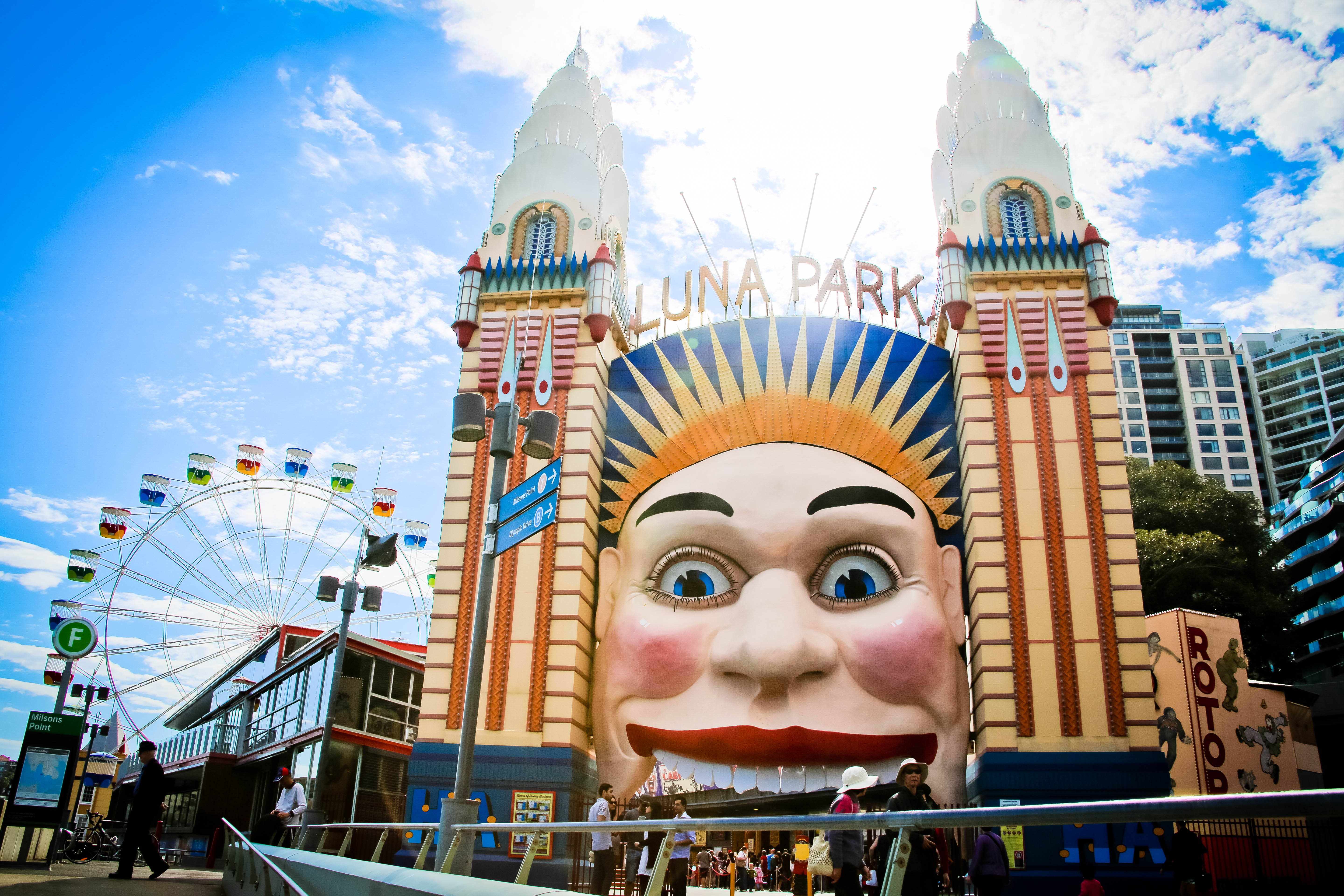 What to do see and eat in sydney isa study abroad for Puerta 7 luna park