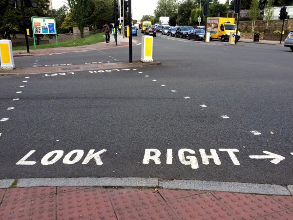 Street Crossing, London, England - Phillips - Photo 2