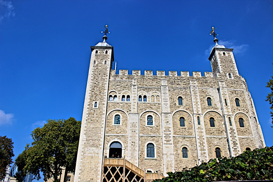 Even though you can't take photos of the Crown Jewels inside, you're more than welcome to take as many photos as you would like of the stunning architecture that holds them.