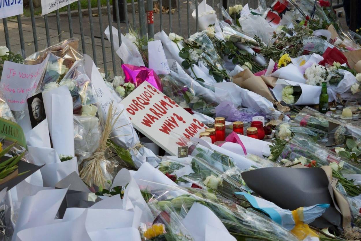Memorial - Paris, France - Desmond - Photo 3