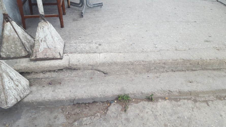 An example of an uneven Meknes sidewalk