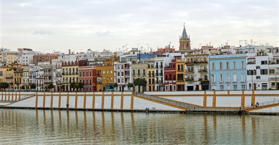 I love the views of the river from the Triana Bridge.