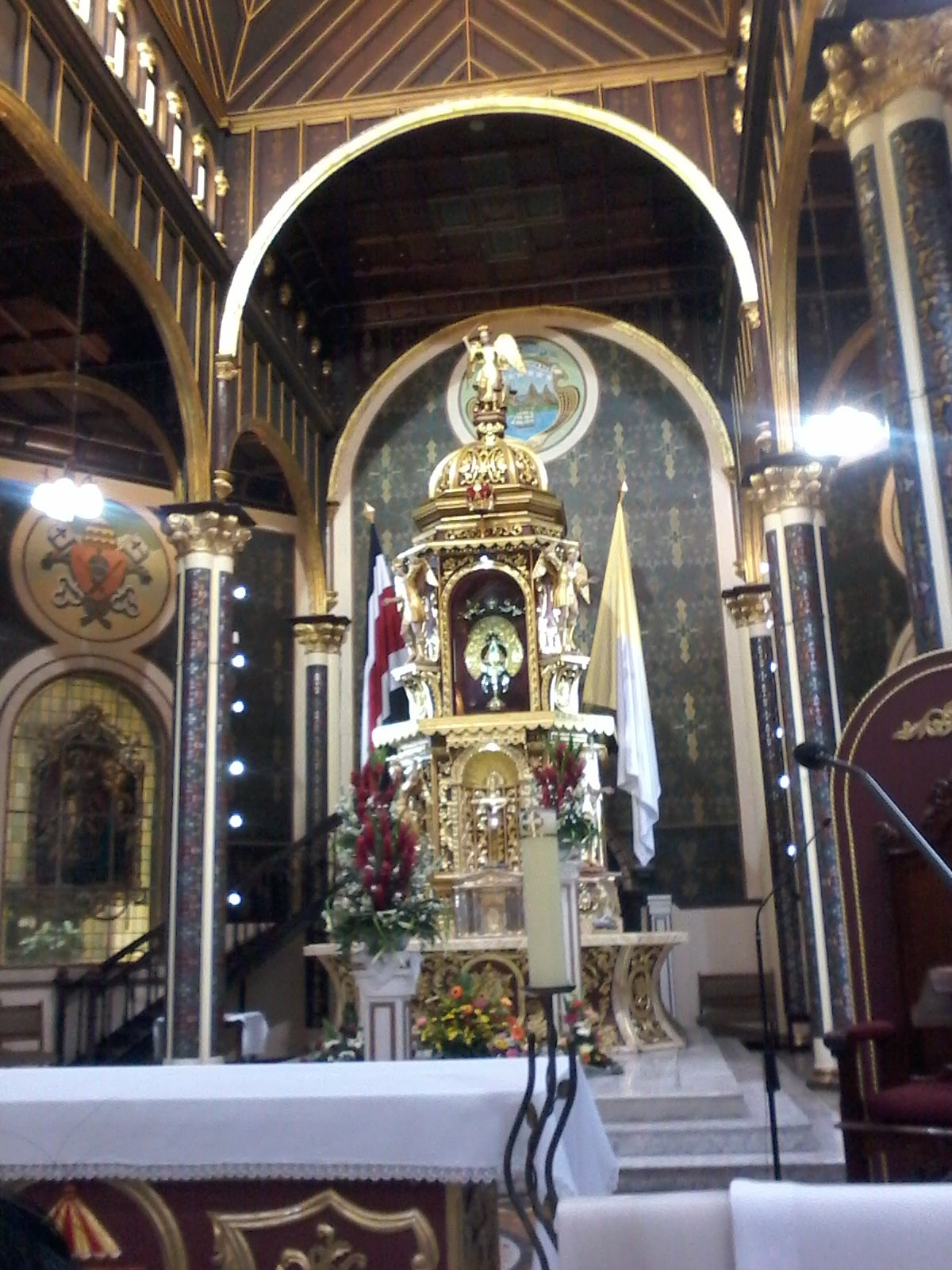 I found a new interest in religious decor when I went to Cartago and saw this towering golden statue and alter of the Virgin de Los Angeles in La Iglesia de la Virgin de Los Angeles