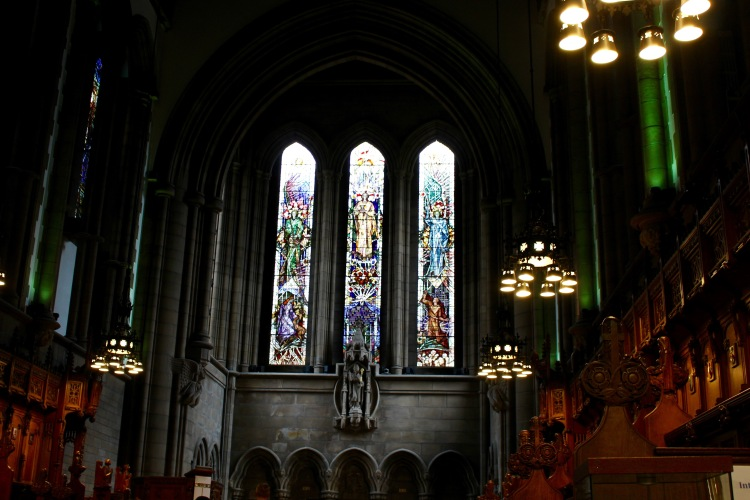 """We ended our tour with a look into the chapel at Glasgow University, where it is the """"norm"""" to see weddings or graduations go on."""