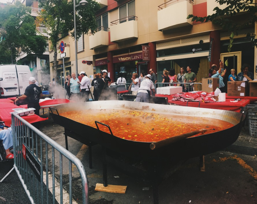 This is the massive paella pan I saw down the street from my homestay.