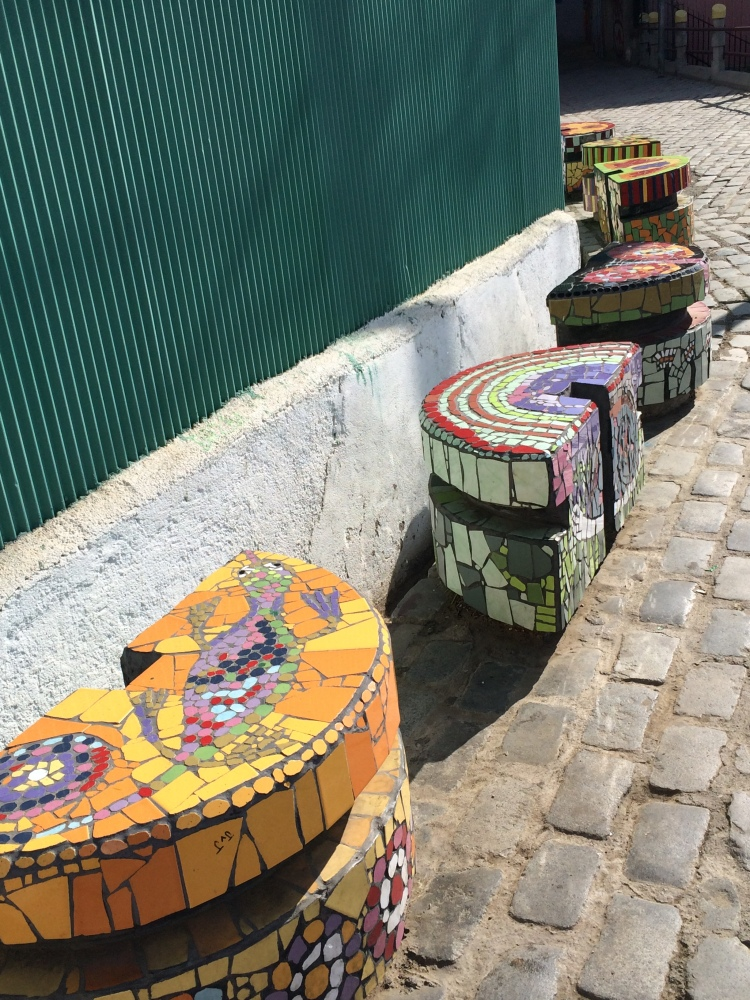 benches-valparaiso-chile-robison-photo-4