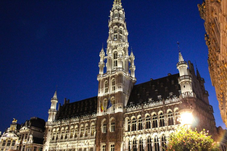 brussels-belgium-grand-palace-at-night-photo-3-annissa-peterson