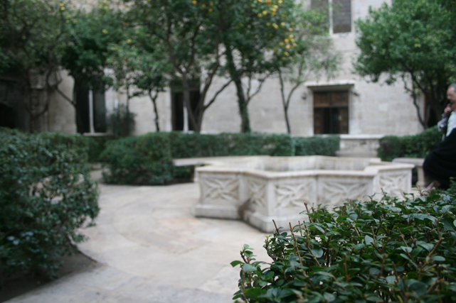 The courtyard that proceeds the La Lonja building