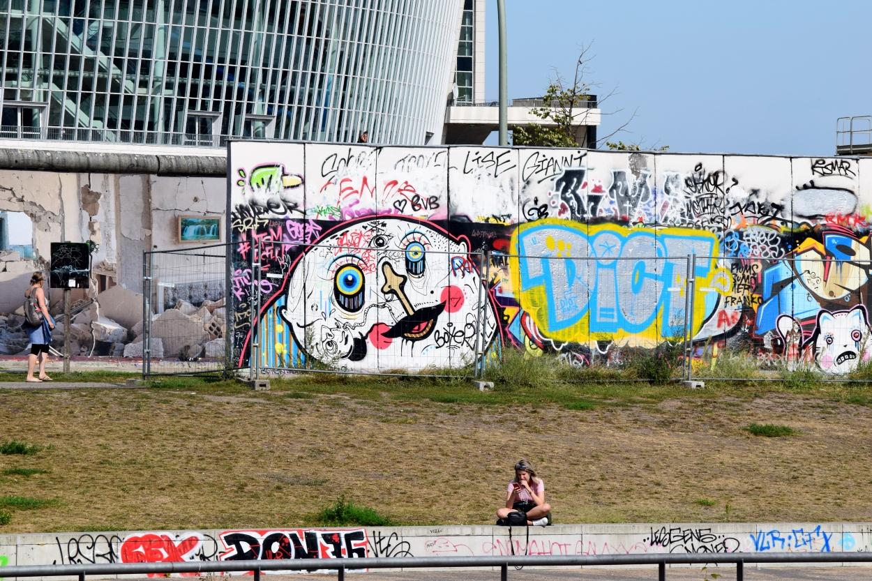 eastsidegallery_berlin_germany_juliabluearm_photo1
