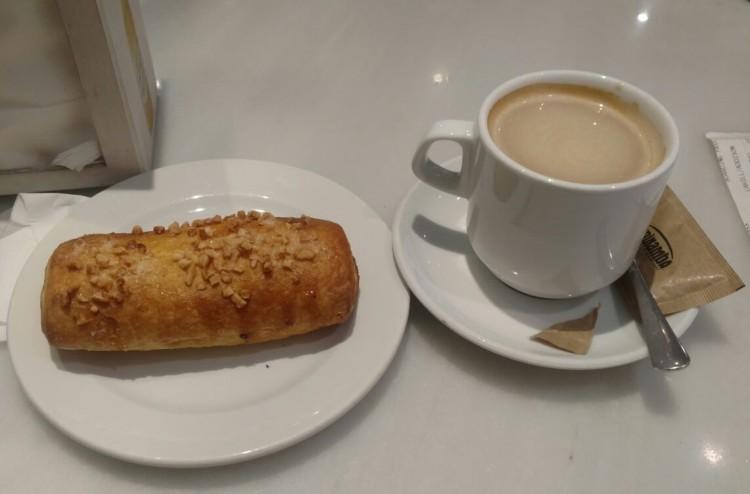 cafe_barcelona_spain_lauralam_photo5