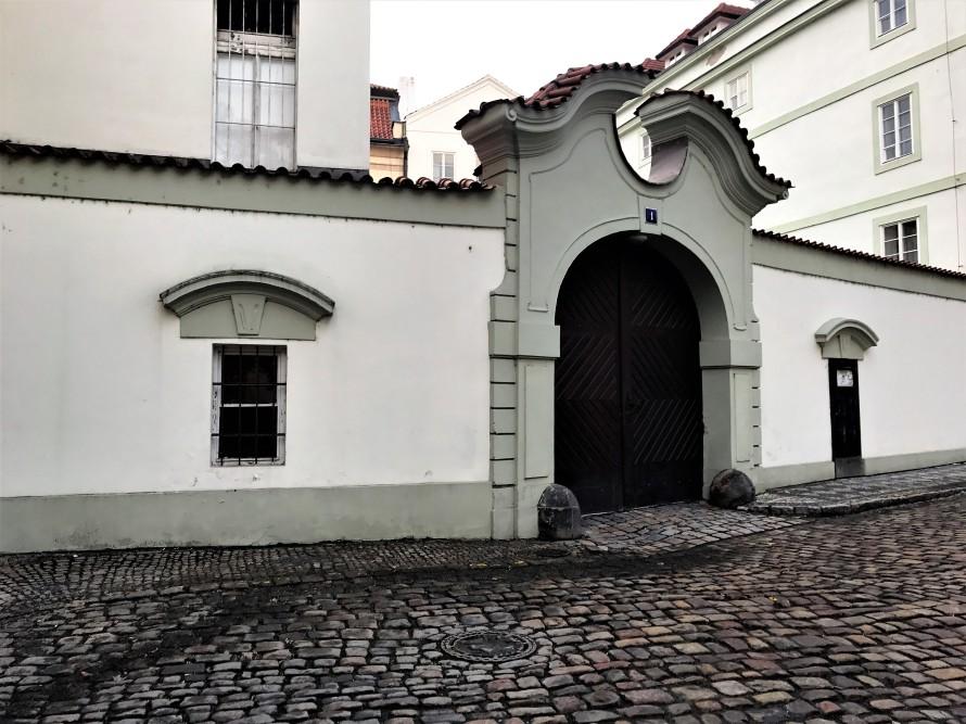 doors_prague_czechrepublic_abigailberg_photo3
