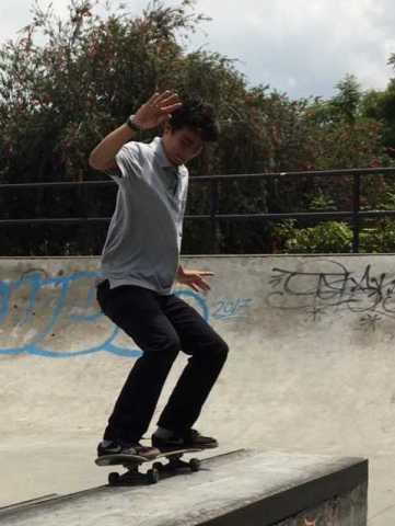 Skateboarder in Plaza Viquez
